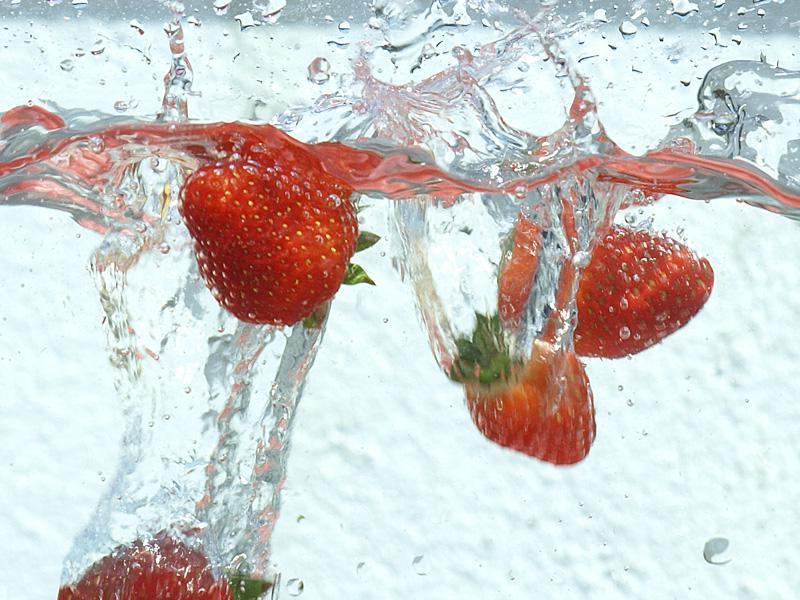 лесные ягоды в брызгах картинка имеет